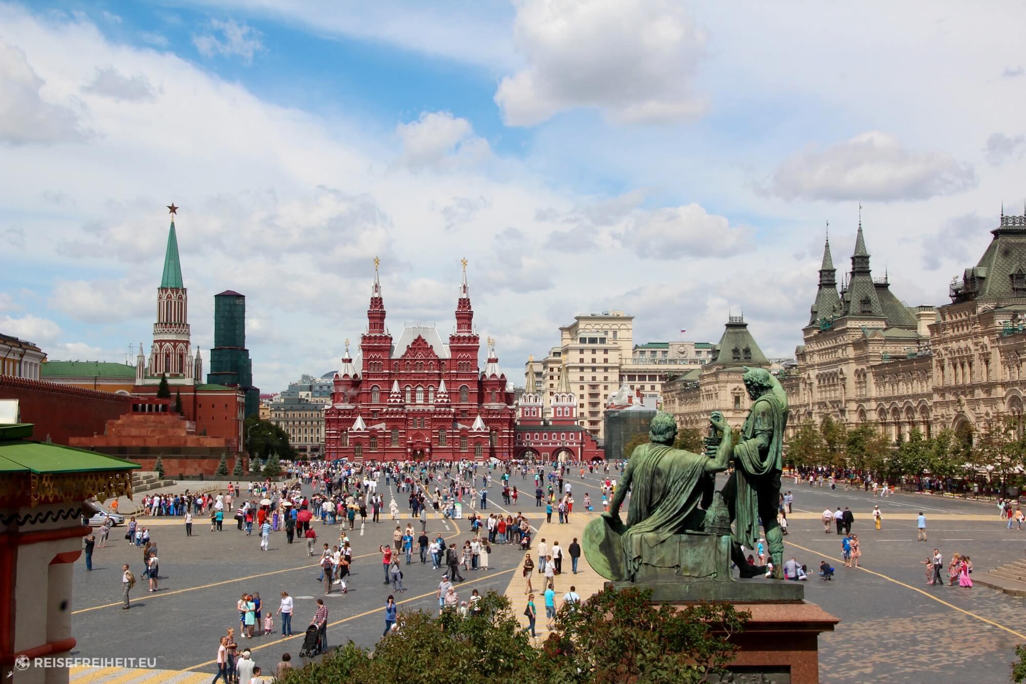 Blick von der Basilika auf den roten Platz