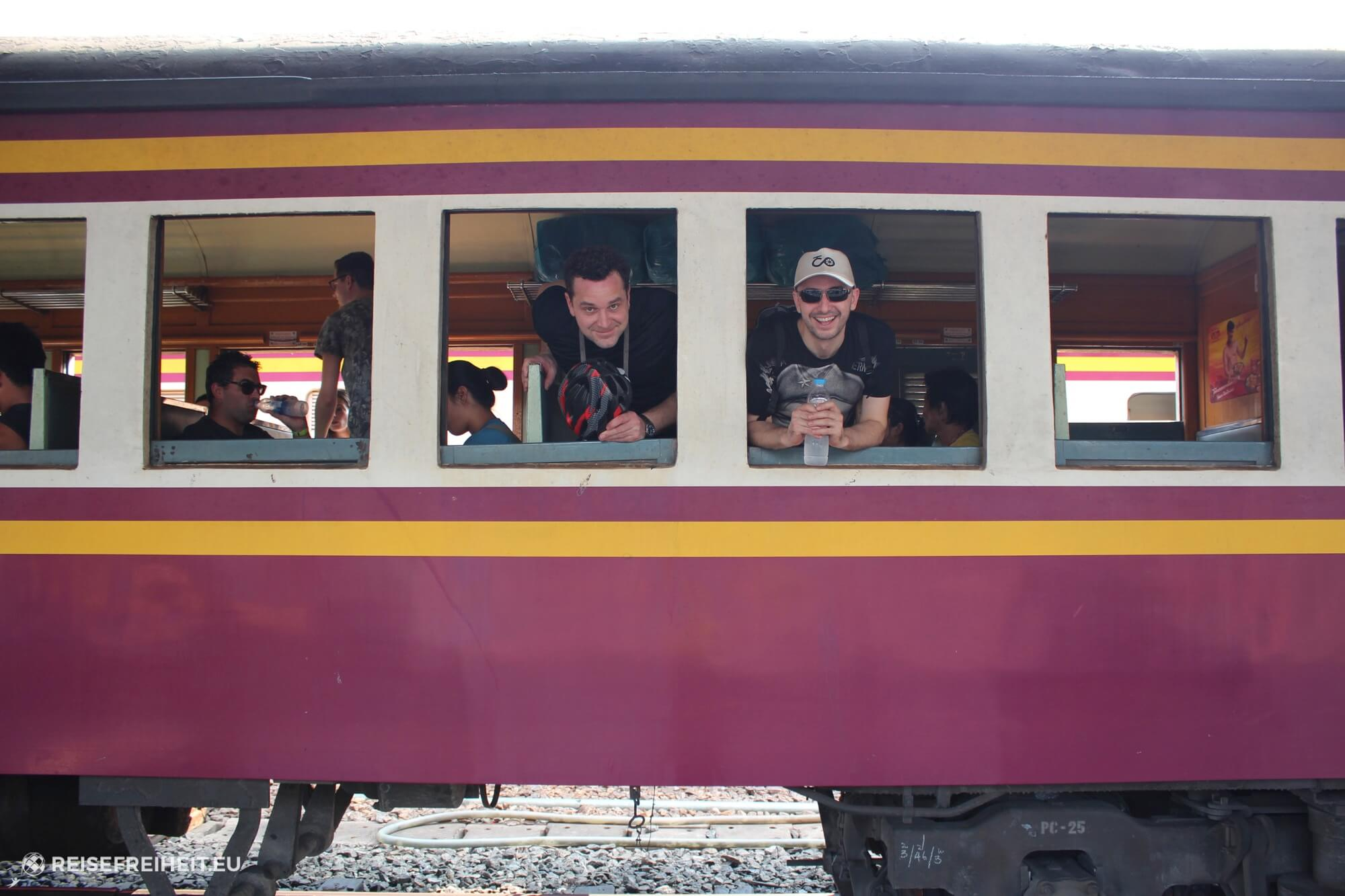 thailand-bangkok-radtour-covankessel-train-start-biking